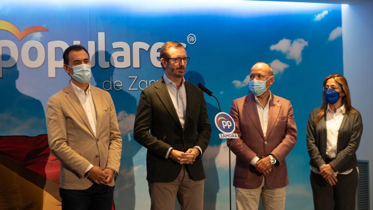 Javier Maroto junto a Fernando Martínez Maíllo, José María Barrios y Mayte Martín Pozo.