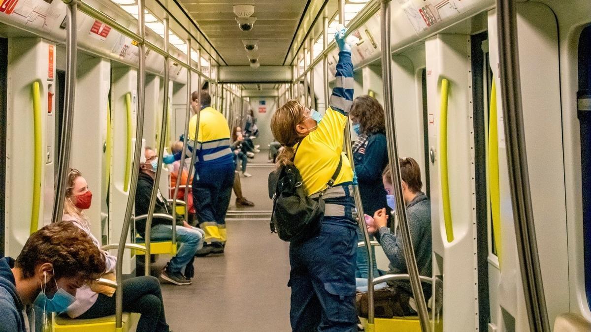 FGV recomienda viajar en silencio a los usuarios para disminuir el posible riesgo de contagio