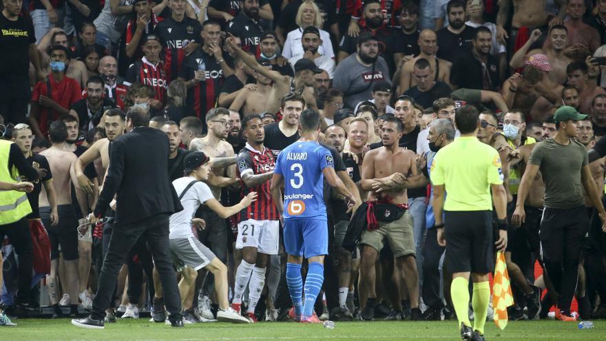 Violencia e insultos: la cara oscura de la vuelta a los estadios