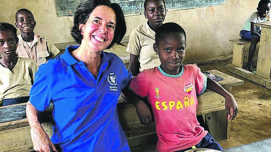 """Lola Castro: """"En África hay países  sin un solo respirador"""""""