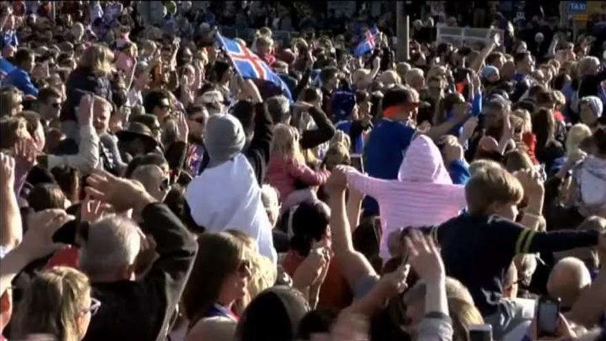 Los jugadores de Islandia, recibidos como héroes en Reykjavik