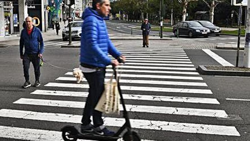 """Los patinetes son considerados vehículos """"a todos los efectos"""" y ya no pueden circular por las aceras"""
