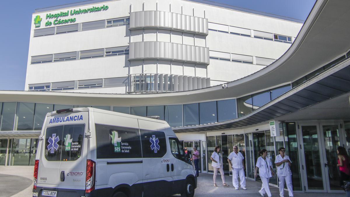 Una imagen de archivo (tomada antes de la pandemia del coronavirus) de la entrada al hospital Universitario.