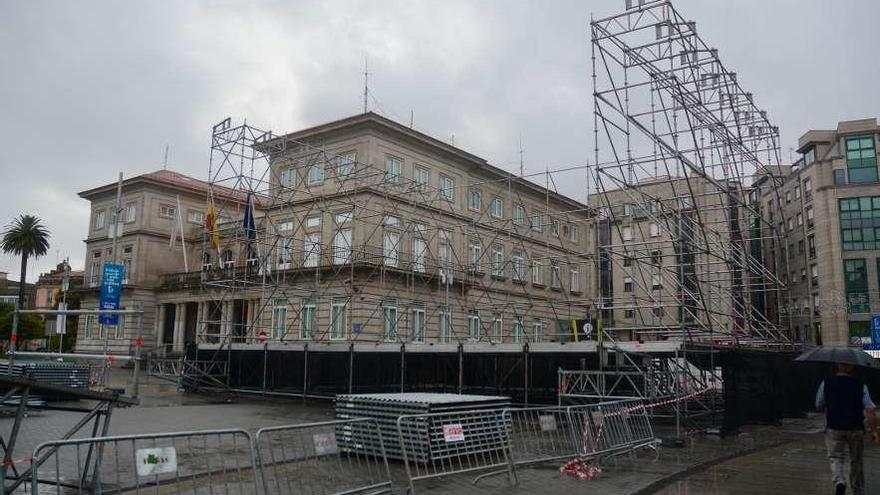 La plaza de España ya está preparada para los conciertos