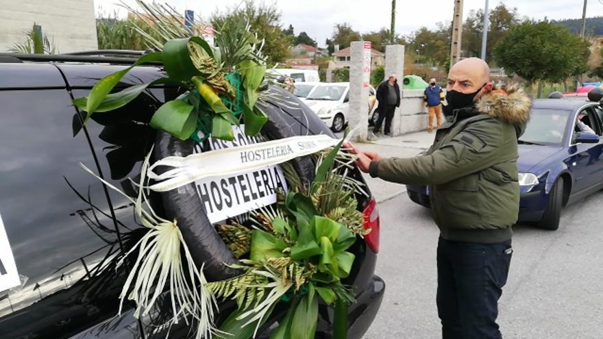 Cortejo fúnebre de la hostelería contra la reapartura parcial del sector