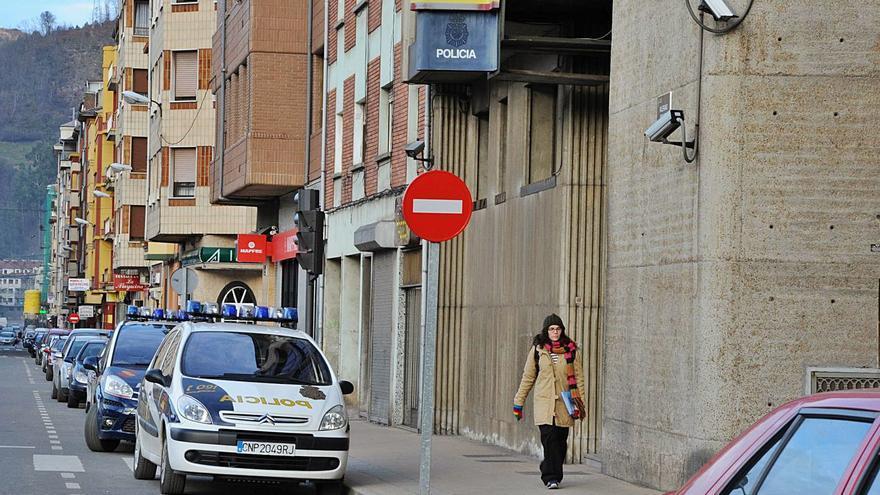 """Los vecinos reclaman """"policías de barrio"""" en Mieres ante el aumento de las estafas"""