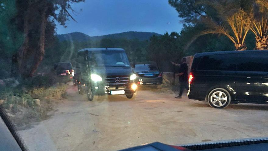 Un dispositivo policial pone coto a una fiesta en una mansión de Ibiza