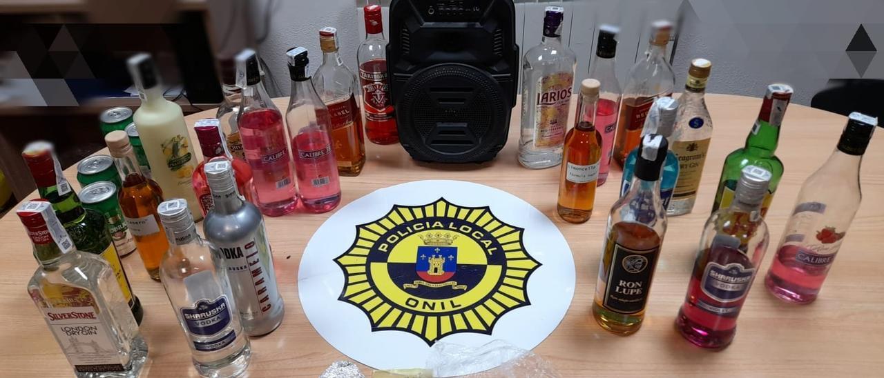 Alcohol y otras sustancias incautadas por la Policía Local de Onil durante el fin de semana.