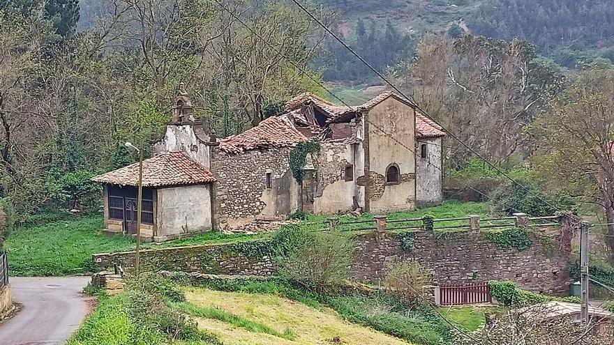 La capilla de Villarejo ya amenaza ruina tras años de continuo deterioro