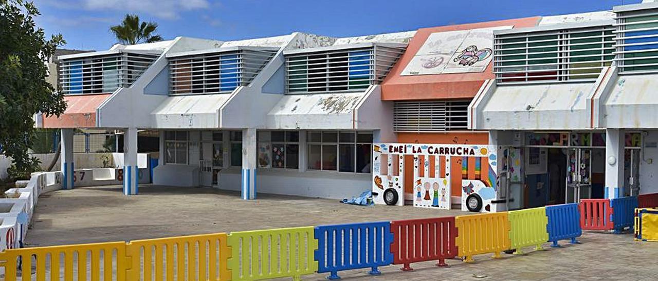 Fachada de la Escuela Municipal Infantil de La Carrucha, en La Isleta, ayer.