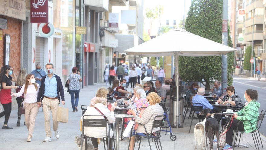 Normalidad y dudas en el primer día de toque de queda en Alicante