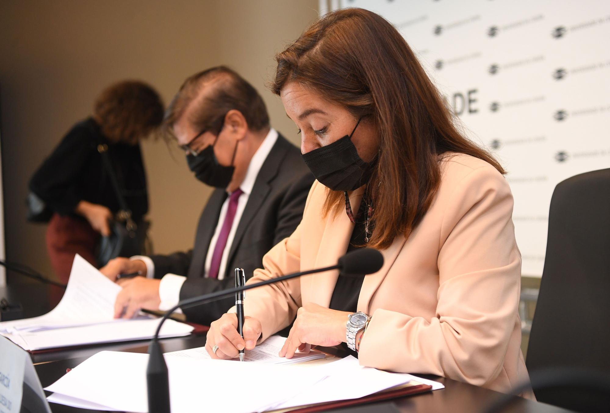 Firma de convenio entre la UDC y el Ayuntamiento
