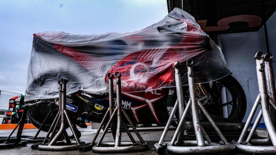 El Circuit Ricardo Tormo se prepara bajo la lluvia