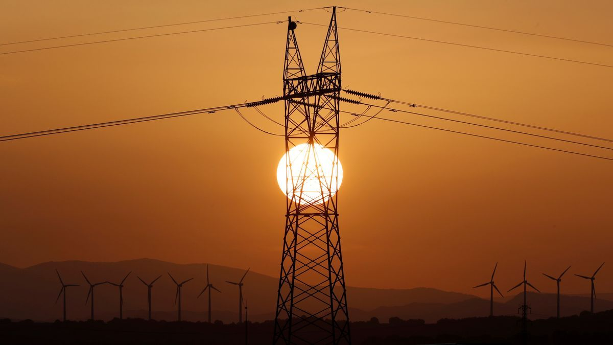 El mercado eléctrico tocará este miércoles máximos de 105,5 euros por MWh.