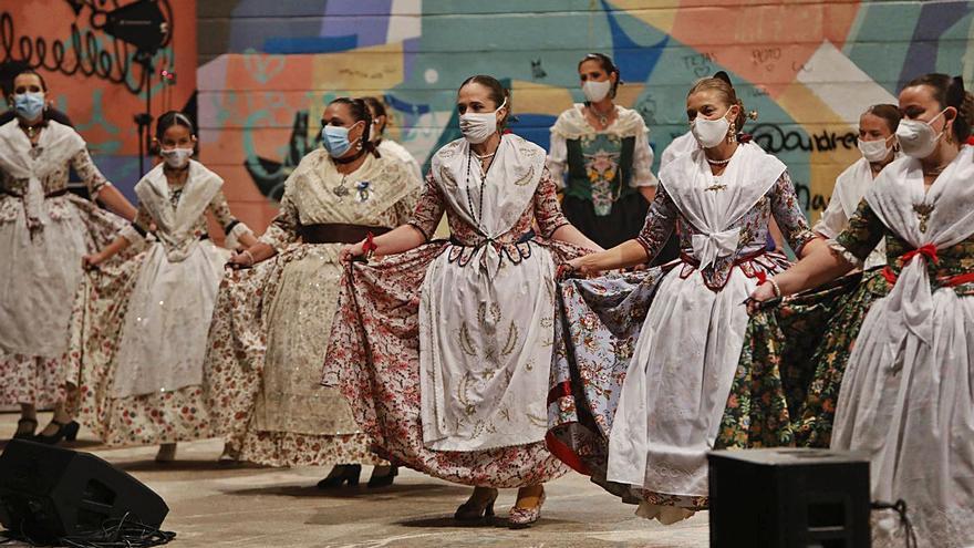 El 9 d'Octubre arrancó en Sagunt con bailes tradicionales y fuego