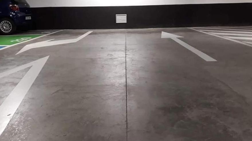 La señalética de un aparcamiento de Mogán que te lleva a ninguna parte