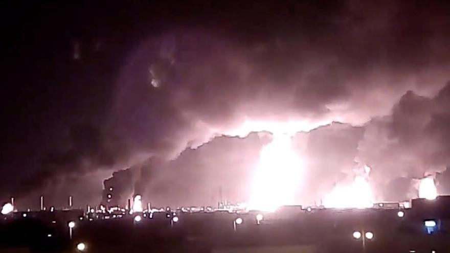 Rebeldes yemeníes atacan dos refinerías saudíes
