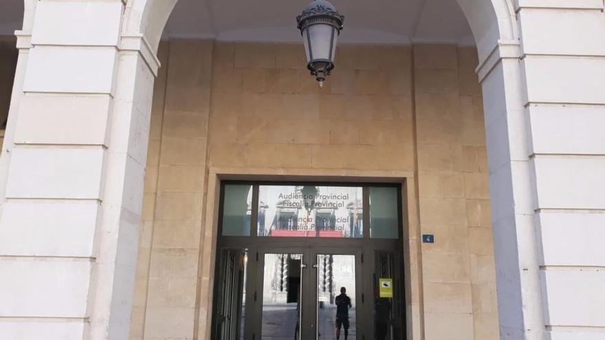 Juzgan a un joven por abusar de una chica tras drogarla en una discoteca de Alicante