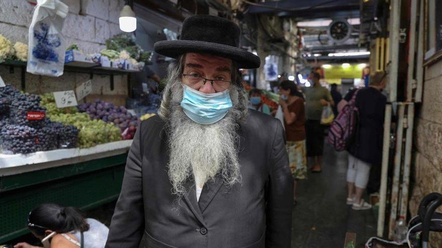 Israel vuelve a confinarse con 3.000 contagios diarios