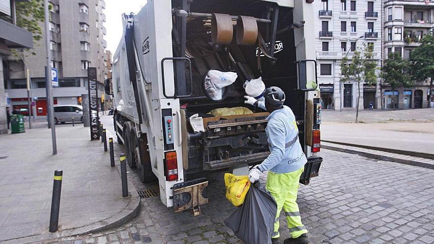 El nou contracte de la neteja a Girona inclourà l'ús d'aigua als carrers