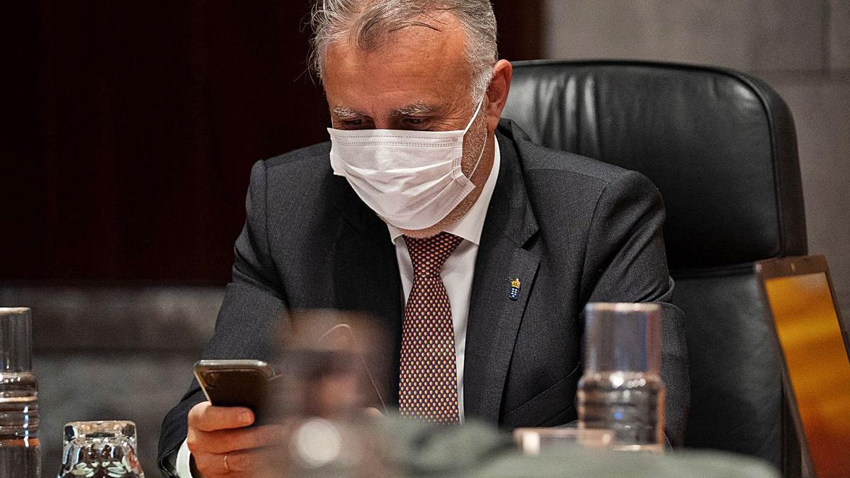 El presidente del Gobierno, Ángel Víctor Torres, en un Consejo de Gobierno.