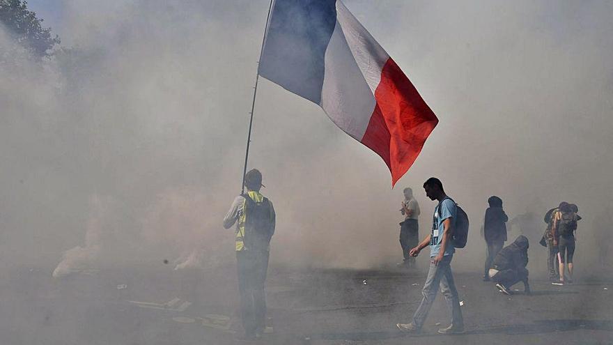 Els Armilles Grogues tornen  a sortir als carrers de França