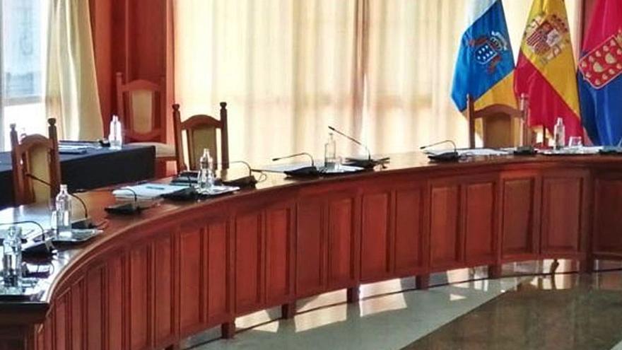 CC abandona el pleno del Cabildo y acusa a Corujo de imponerle a Sosa