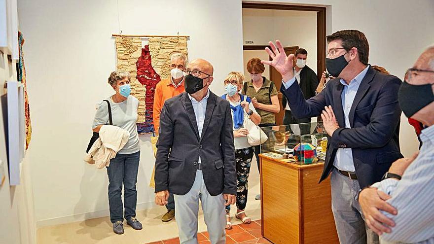 Inaugurada la muestra de Cesc Biosca en la Casa de la Cultura