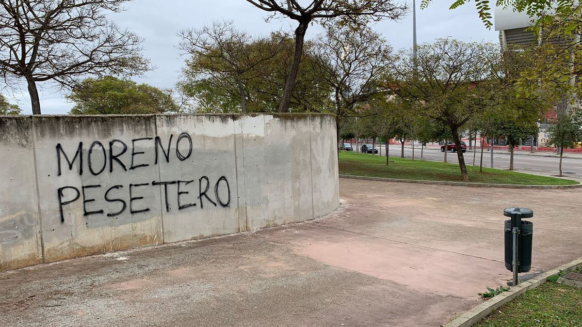 """Moreno pesetero"", rezaba una de las pintadas."