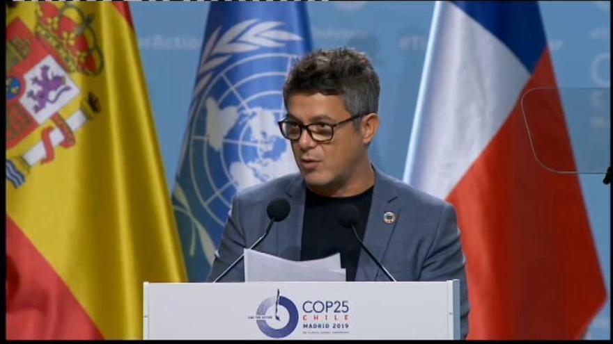 """Alejandro Sanz, """"aterrado"""" por la crisis climática"""