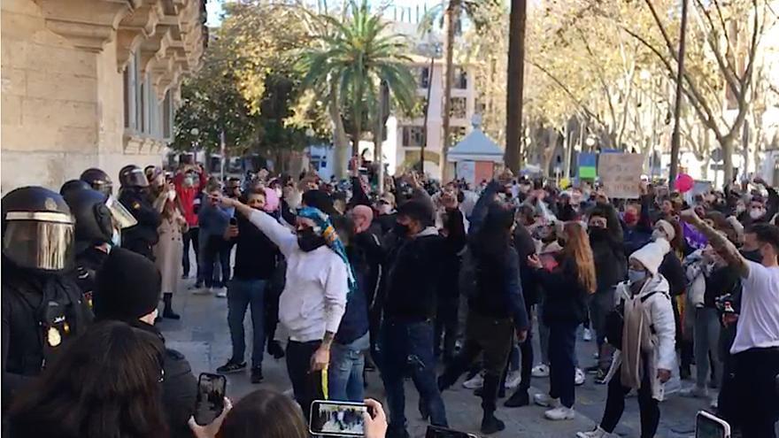 La manifestación de los restauradores llega al Tribunal de Justicia