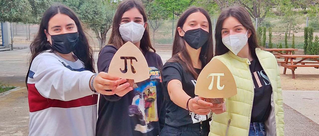 Las cuatro alumnas alicantinas de segundo de Bachillerato que han ganado el certamen. |