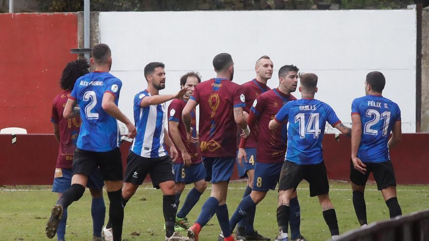 """Abraham, técnico del Real Avilés: """"El entrenador del Navarro se cree Mourinho"""""""