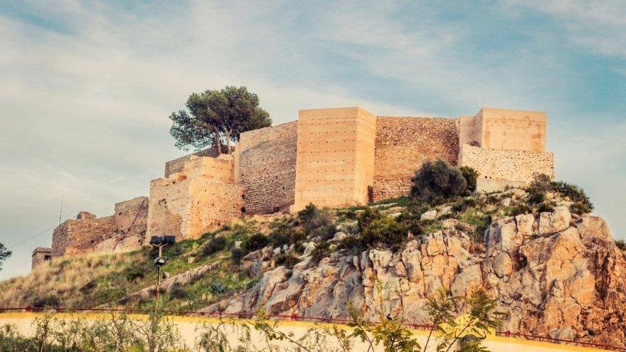 Las torres vigía y el castillo son testigos de la historia de Orpesa