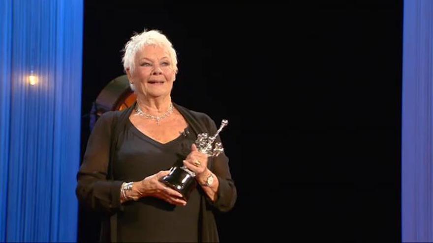"Judi Dench recibe su Premio Donostia: ""Fanfarronearé cuando vuelva a casa"""