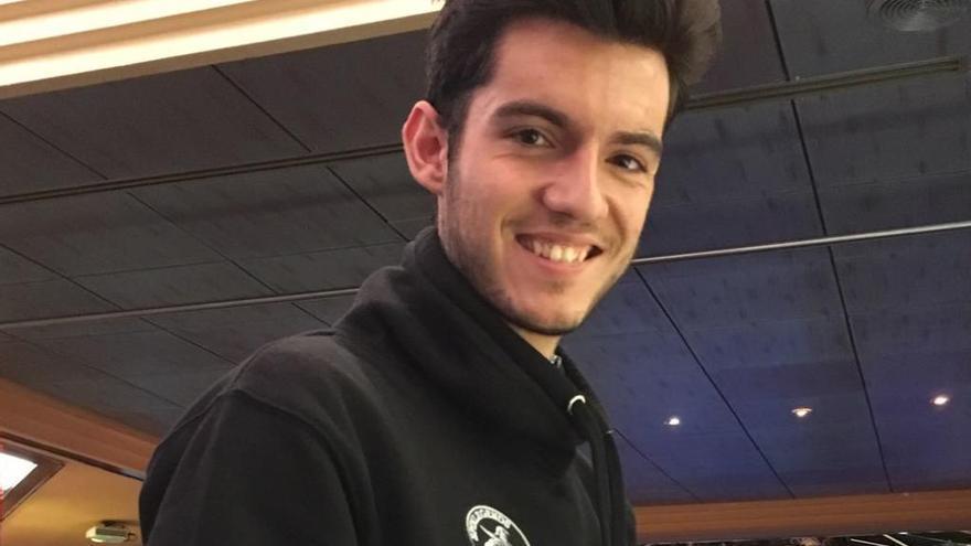 Así es el joven de 22 años que gana 3.000 euros al mes jugando al póquer