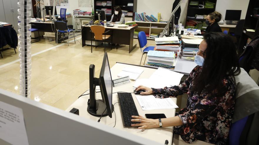 Diez nuevos funcionarios reforzarán el servicio municipal de Licencias
