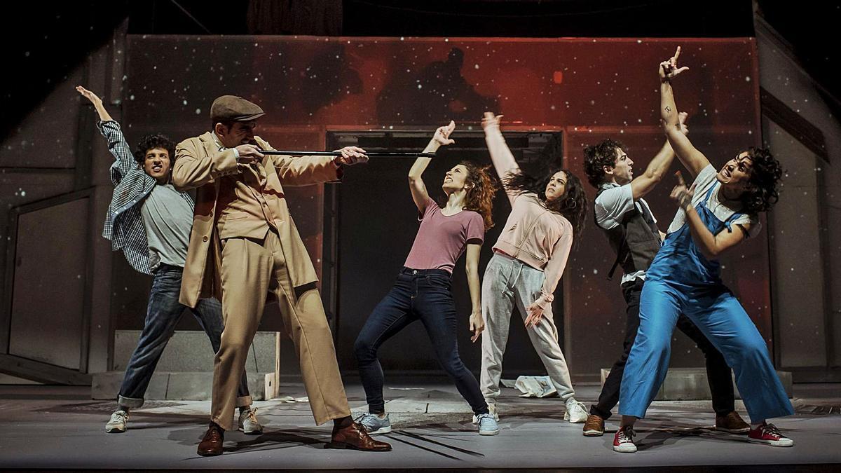 Una de las escenas del montaje 'Fortunata y Benito', que acoge el Teatro Pérez Galdós.  | | LP/DLP