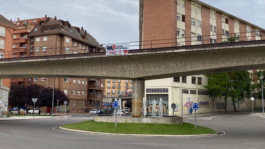 Ciudadanos Zamora exige la retirada de una pancarta de las Juventudes Comunistas