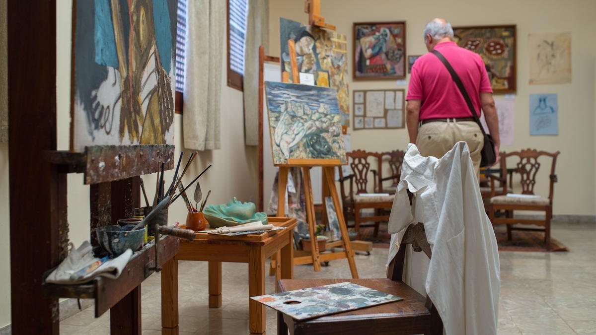 Objetos personales del taller de Antonio Padrón.