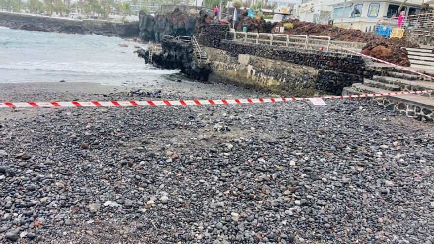 La playa de San Telmo se cierra  al baño por sexta vez en tres años