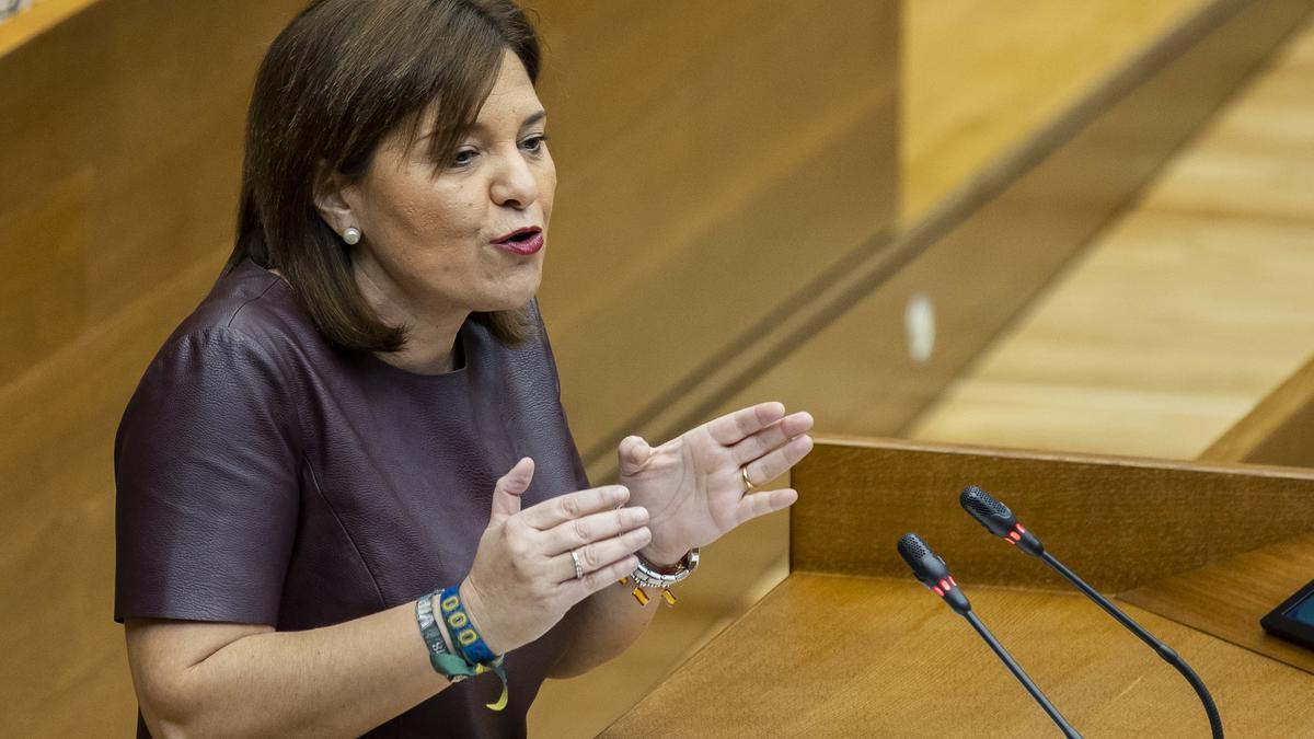 La presidenta del PPCV, Isabel Bonig, en una comparecencia en las Corts