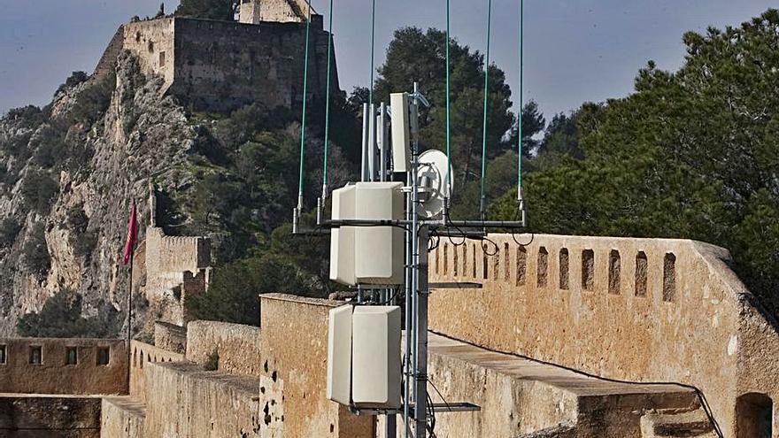 El Síndic de Greuges admite la queja por las antenas del Castell de Xàtiva