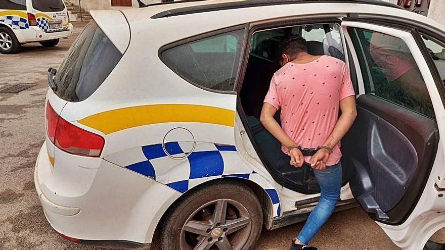 La Policía Local de Campos arresta a un ladrón tras una persecución