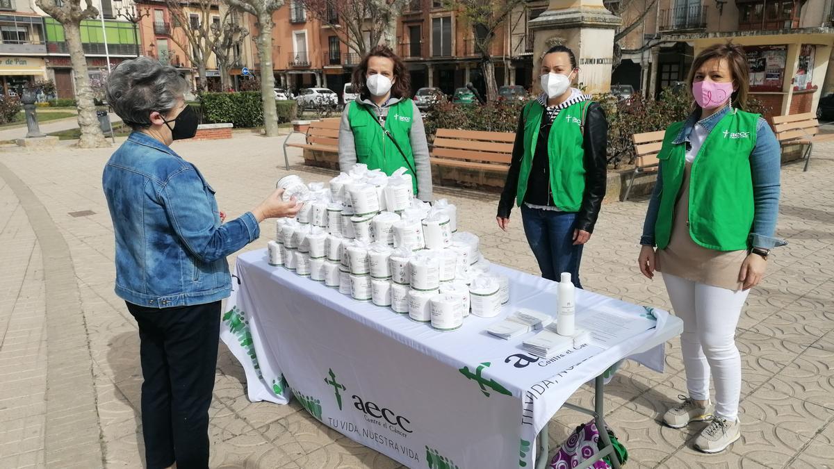 Responsables y voluntarias de la AECC en la última campaña de prevención celebrada en Toro