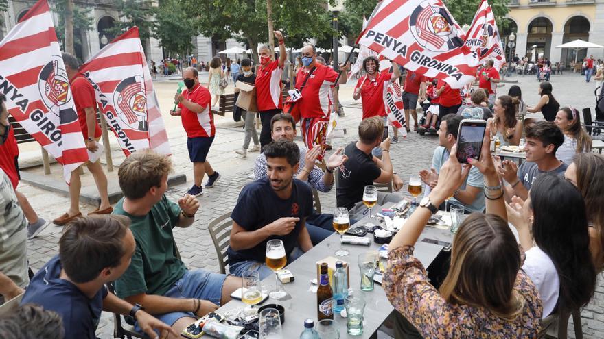 La Penya Gironina fa ambient a la plaça Independència