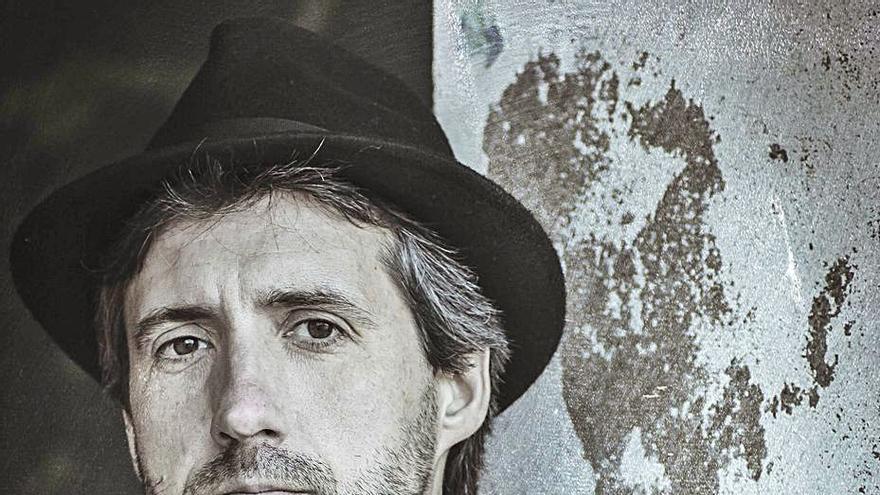 Roger Arias presenta su disco en el Dalai Templo de Formentera con Claudia Perramon