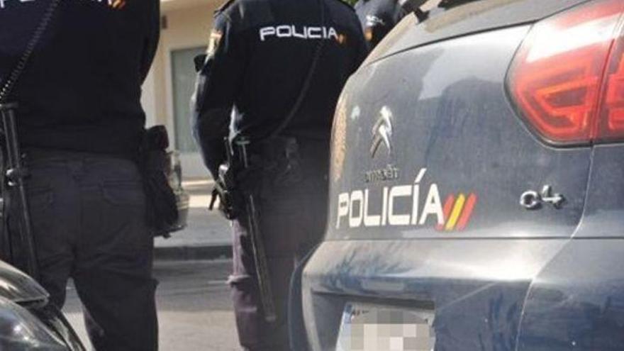 Hallan muerto a un hombre con un tiro en la cabeza en un garaje de Murcia