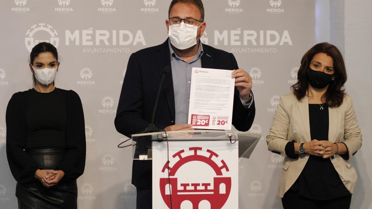 El alcalde, Antonio Rodríguez Osuna, este viernes en la presentación de la campaña.