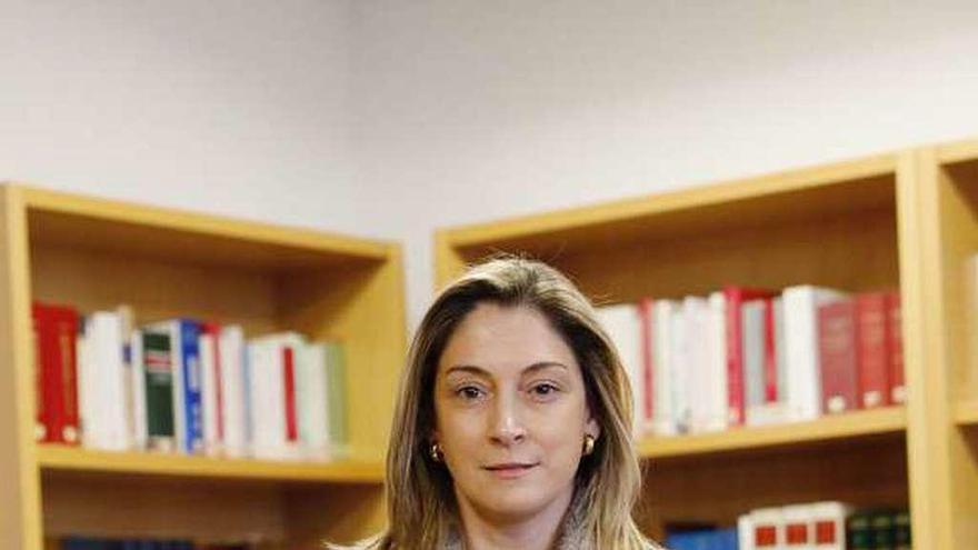 Los jueces avilesinos eligen a la salense Elena Fernández González como nueva decana